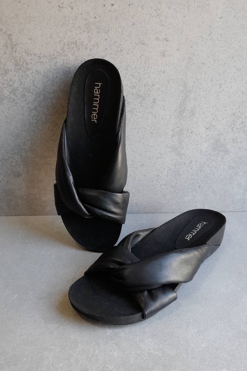 ENYO black leather sandals